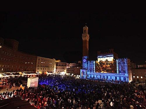 capodanno siena in piazza in centro storico foto